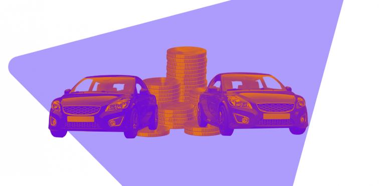Dois carros espelhados e moedas ao fundo