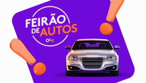 carro prata em cima de quadrado roxo e fundo branco; dois pontos de exclamação de cor laranja estão nas extremidades do quadrado com a logo do Feirão de Autos OLX