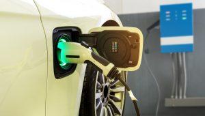 capa para artigo de lista com 5 modelos de carros elétricos vendidos no brasil